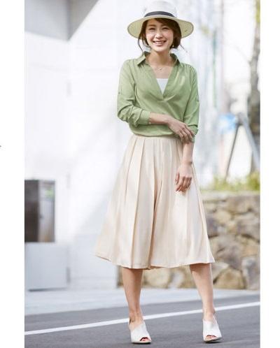 ほんわか優しいスカーチョを使った20代ママファッション。