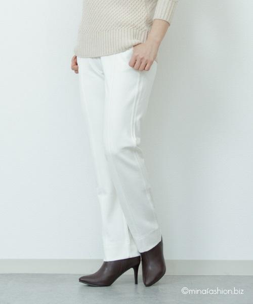 美脚効果抜群のホワイトパンツで作るきれいめファッション