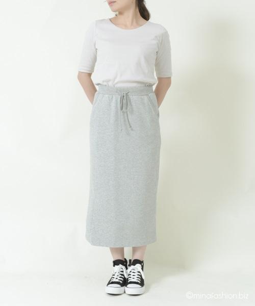 ストリート見えするスウェットスカートで作る春の40代ママコーデ