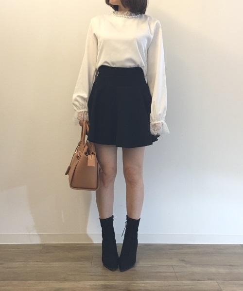 Aラインスカートを使った30代ミニスカコーデ