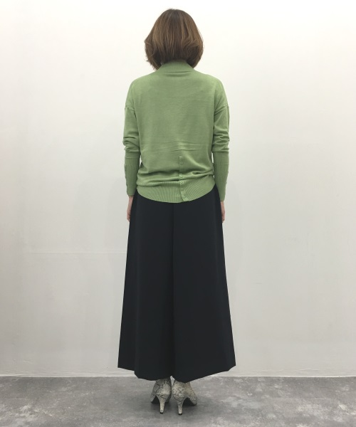 DoCLASSE シルクフィール・ボタンデザインセーター