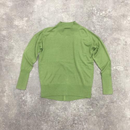 DoCLASSEシルクフィール・ボタンデザインセーター