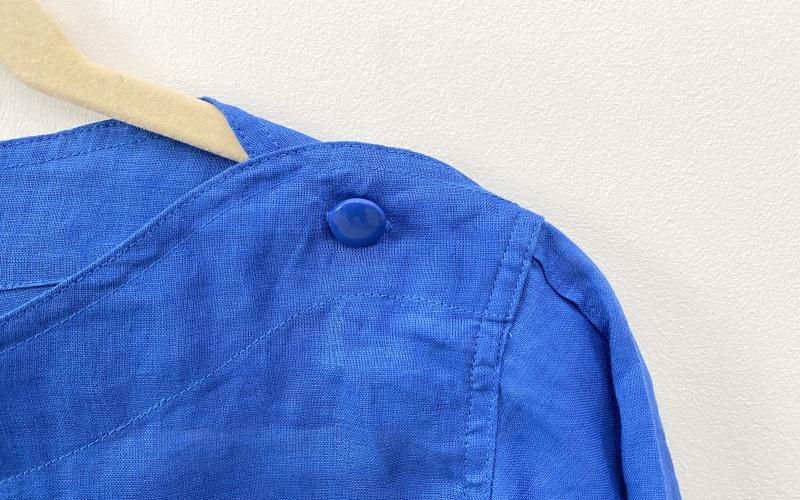 DoCLASSE 21番リネン・肩ボタンブラウス