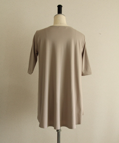 DoCLASSE ドゥクラッセTシャツ・ラウンドフレア 4,389円(税込)